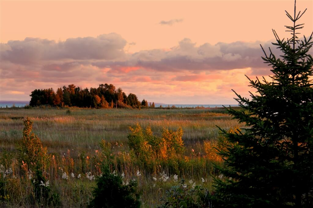 Photo of sunset along US 2 in the Upper Peninsula of Michigan. © 2016 Frank Rogala.