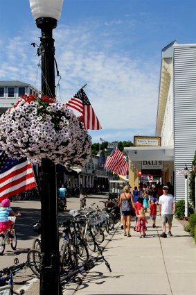 Photo of Main Street of downtown Mackinac Island. © 2016 Frank Rogala.