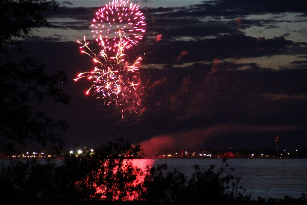 Photo of Independence Day fireworks over Mackinaw City. © 2016 Frank Rogala.