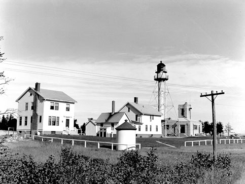 Photo of the Whitefish Point Light Station. Image source: shipwreckmuseum.org.
